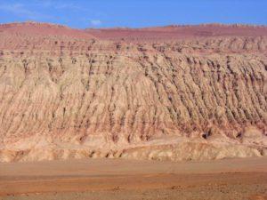 Monts flamboyants près de Tourfan, wikipedia, CC by SA.