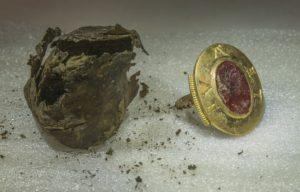 anneau médiéval abbaye Cluny